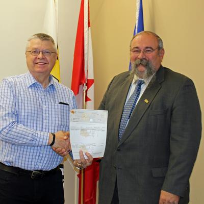 Acme Curling Club receives Community Facility Enhancement Program grant